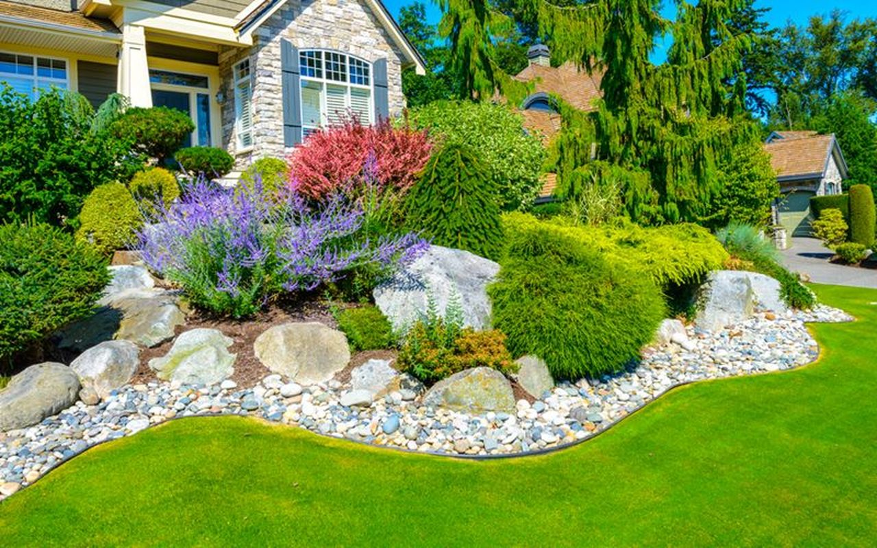 40 Wonderful Small Garden Design To Beautify Your Home Yard